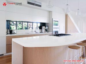 Có nên sử dụng mặt đá tủ bếp màu trắng hay không?